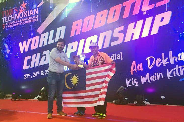 Malaysian Teacher wins championship in water rocket catagory