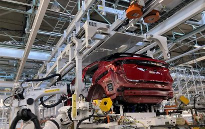 Nissan's smart robot doing all the work at a factory